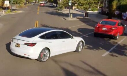 Joys and sorrows of a Tesla in full-self-driving: the drone that captures it is more accurate